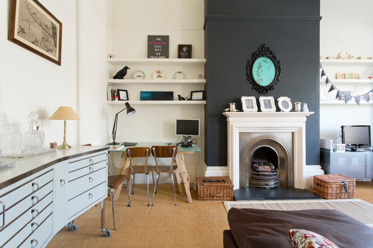 Living room: a blend of designer and vintage furniture