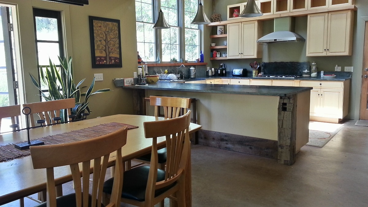 Spacious, modern and fully outfitted kitchen for the discerning cook. Vaulted ceilings and cathedral windows  for the ultimate cooking experience.