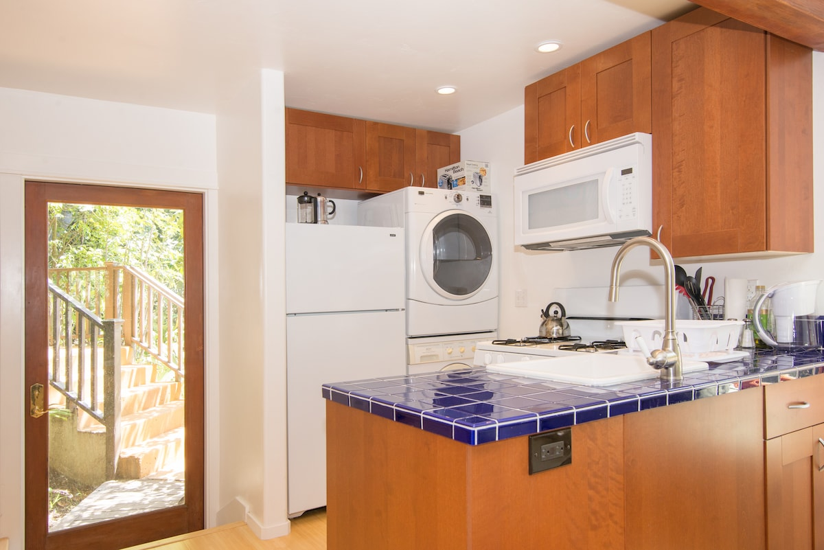 We have a full kitchen with microwave and even a washer and dryer, a must have when on vacation, especially in a beach town like Santa Cruz.