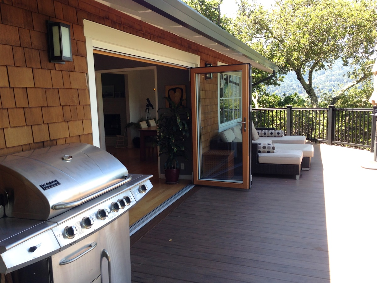 Upper deck with lounge area and BBQ. Beautiful views in all directions!