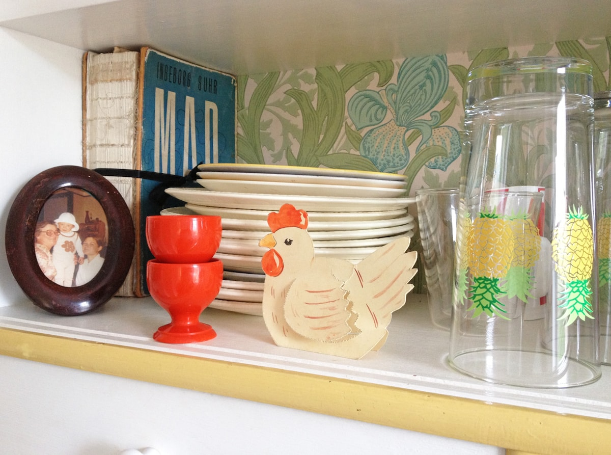 In the kitchen you will find all the things you need for cooking and dining.