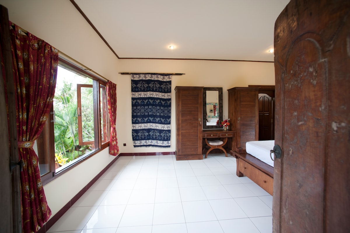 Entry master bed room