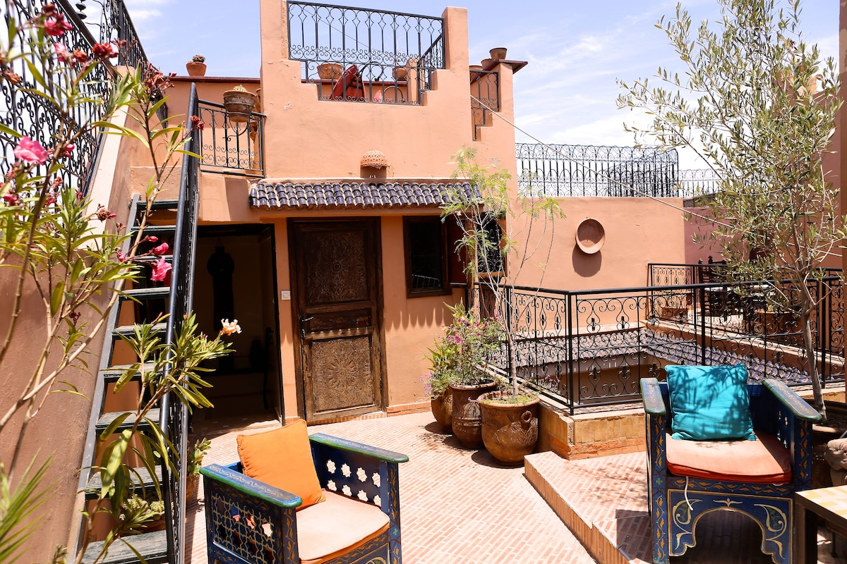 Large 2-tier sun terrace with ample seating areas