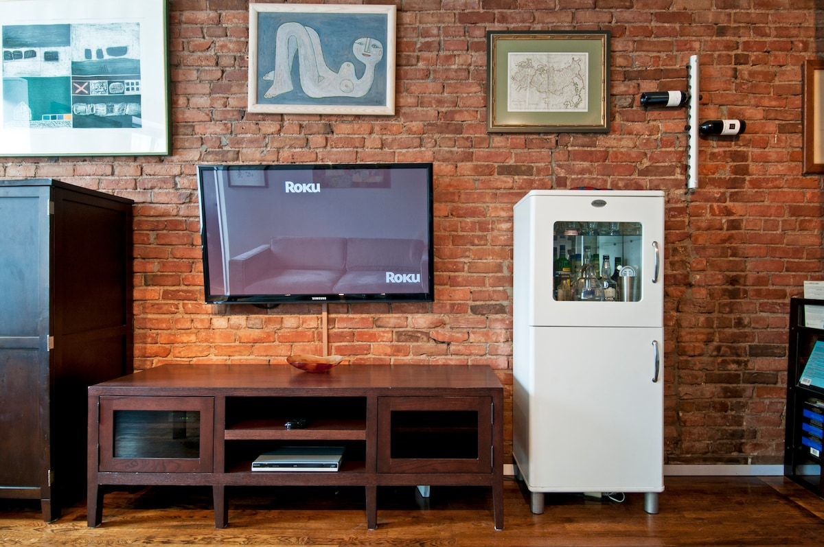 Entertainment system with 52-inch (132 cm) flat-panel display.  Free, unlimited TV, movies and videos on Netflix, Hulu Plus, Vevo and many other free channels, plus regular broadcast TV channels.  The exposed brick feels urban yet warm.