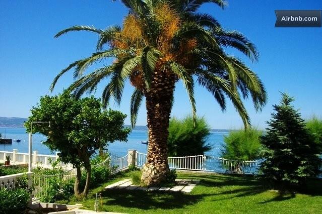 We bid you a warm welcome to our Peachy Beach Gem Apartment...