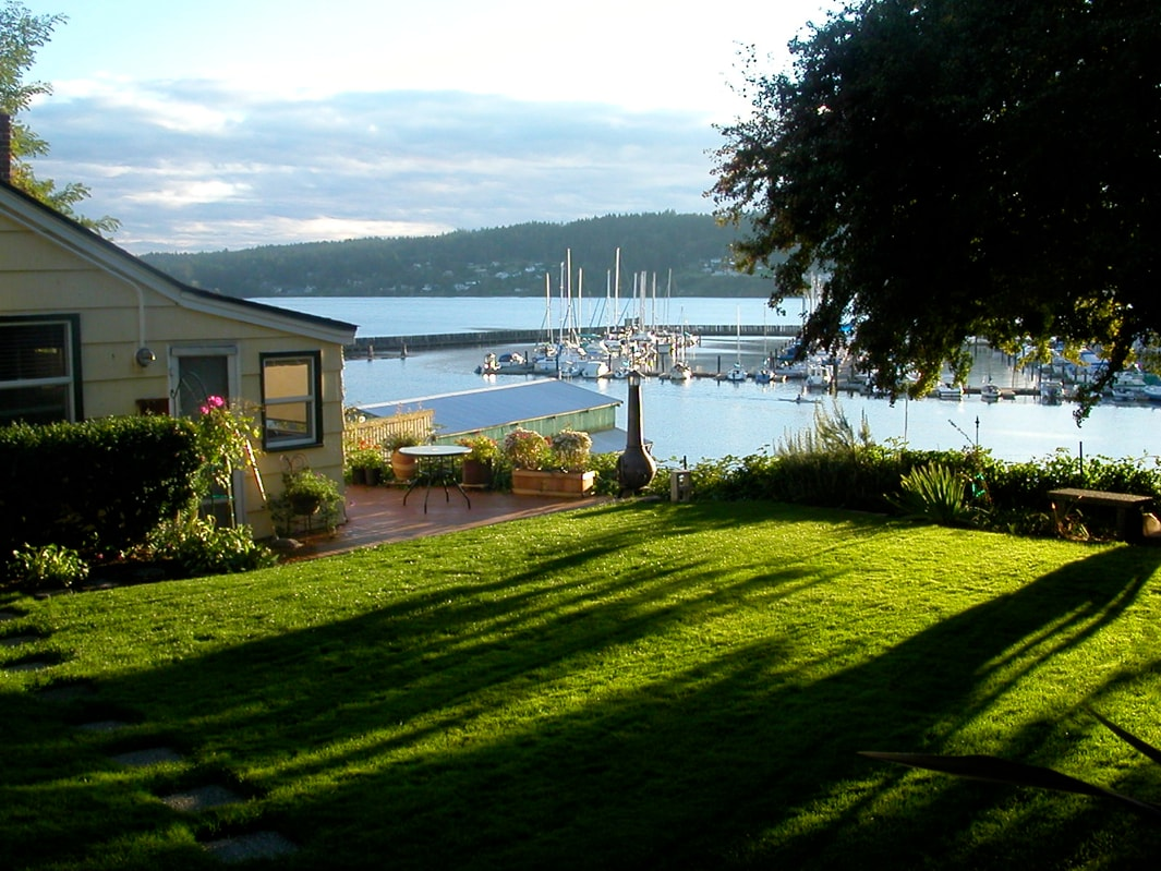 Downtown Poulsbo Waterfront Cottage