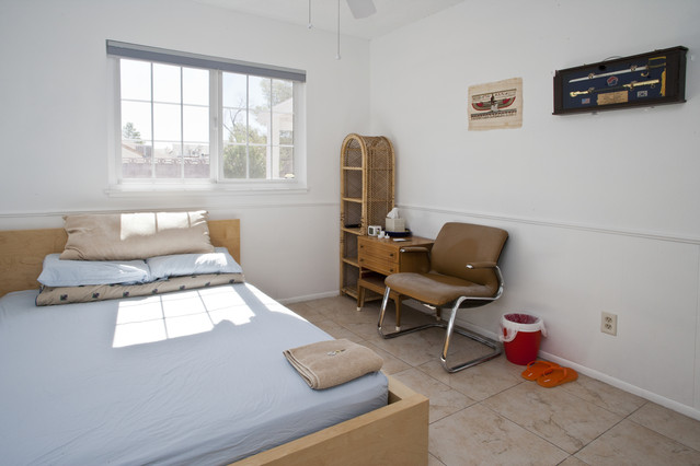 Bedroom 2 (B2): 10' x 10' (100 sq ft), has a full-size bed