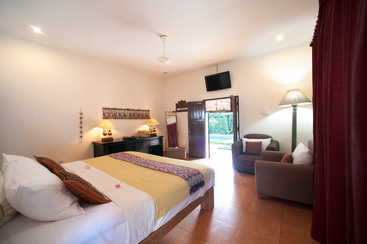 Bsed room1, all bed rooms come with mosquito nets, ceiling fan, air-conditioning, LCD TV with satellite cable reception, chill area and walk in closet