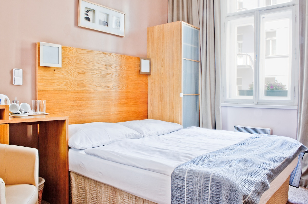 BED & BREAKFAST IN PRAGUE  CENTER