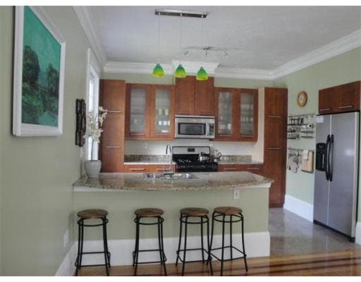 Fully equipped kitchen (shared space)