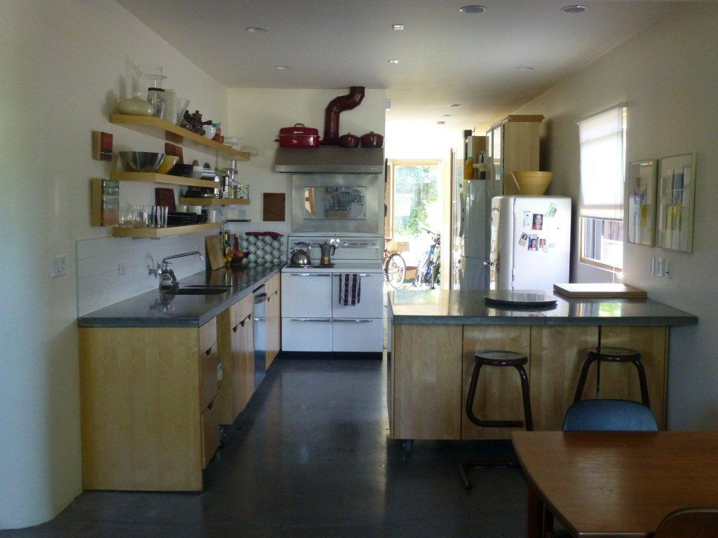 main floor large kitchen fully equipped