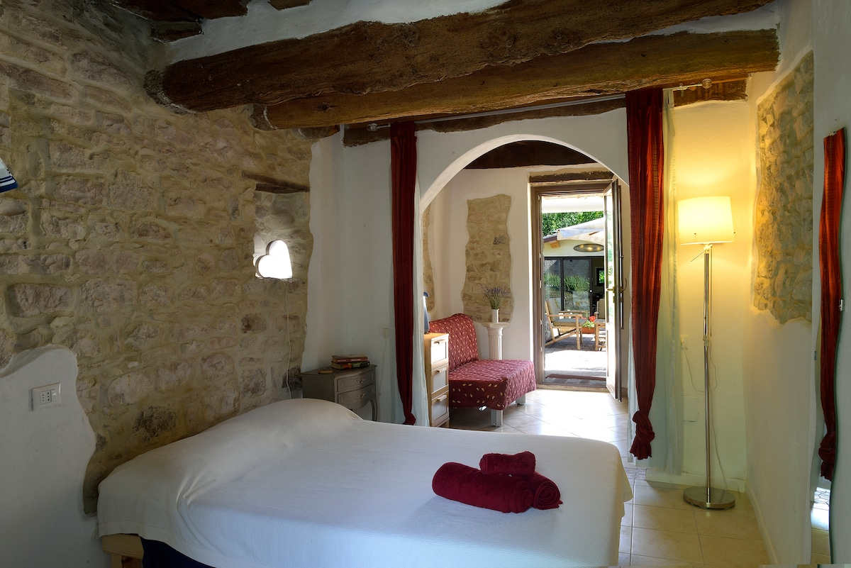 Room in charming cottage Marche