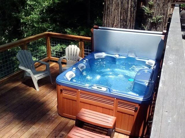 Brand New Hot Tub and deck!!