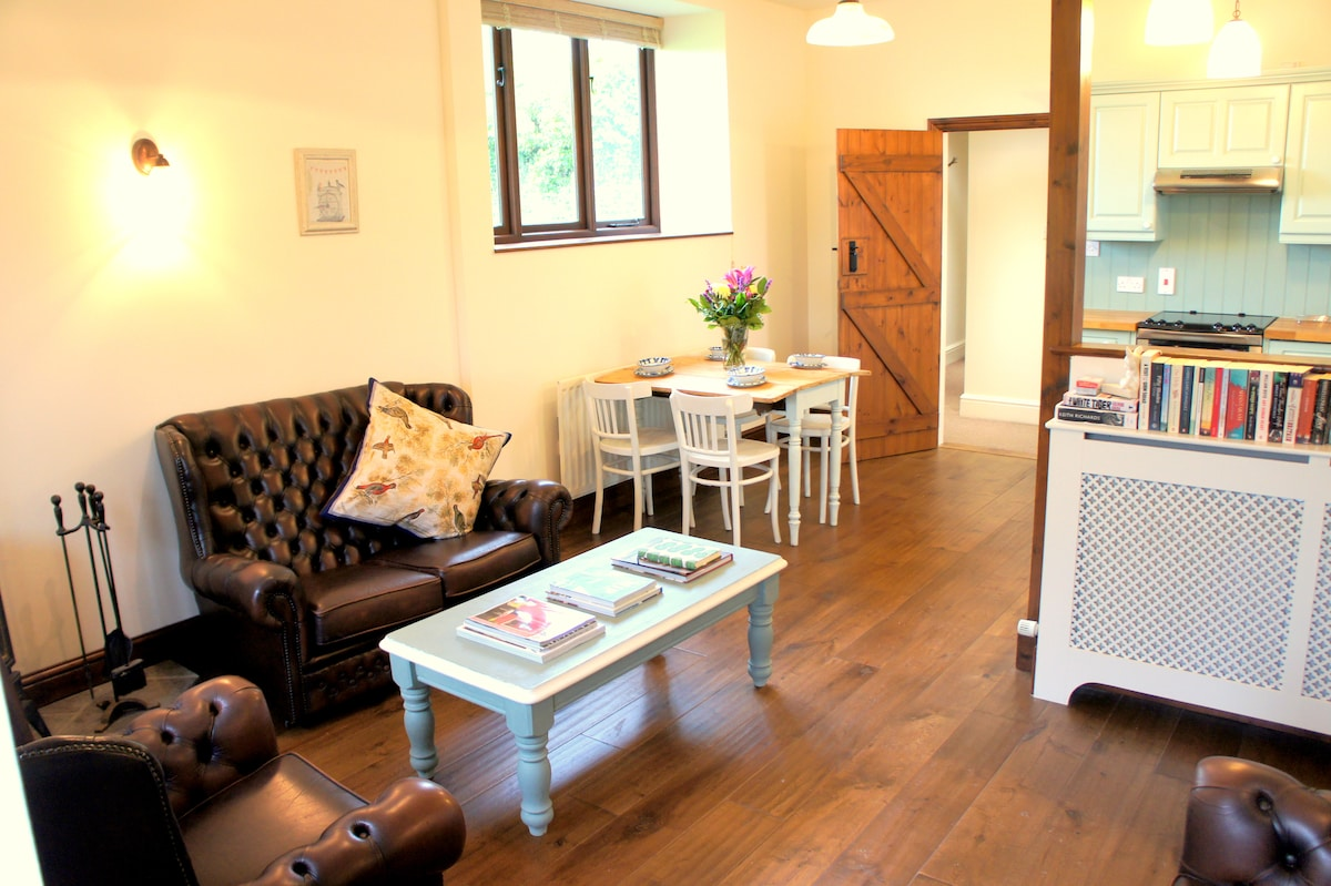 Stylish open plan living area with vintage furniture and plenty of home comforts.