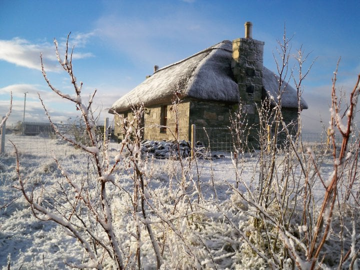 3/47: Cosy and warm with a peat fire burning - perfect for winter breaks or Christmas and New Year Highland style