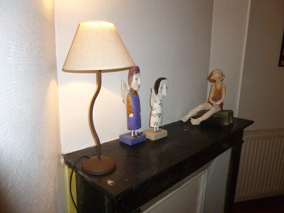 Your room, sculptures on the old fireplace - votre chambre, sculpture et cheminée