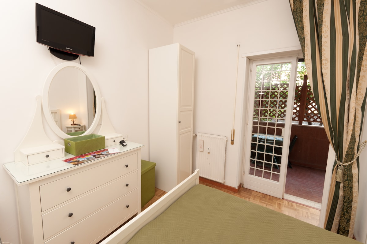 Trastevere Green Room