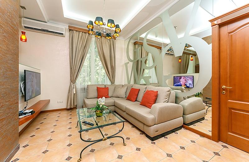 Livingroom and open plan kitchen.