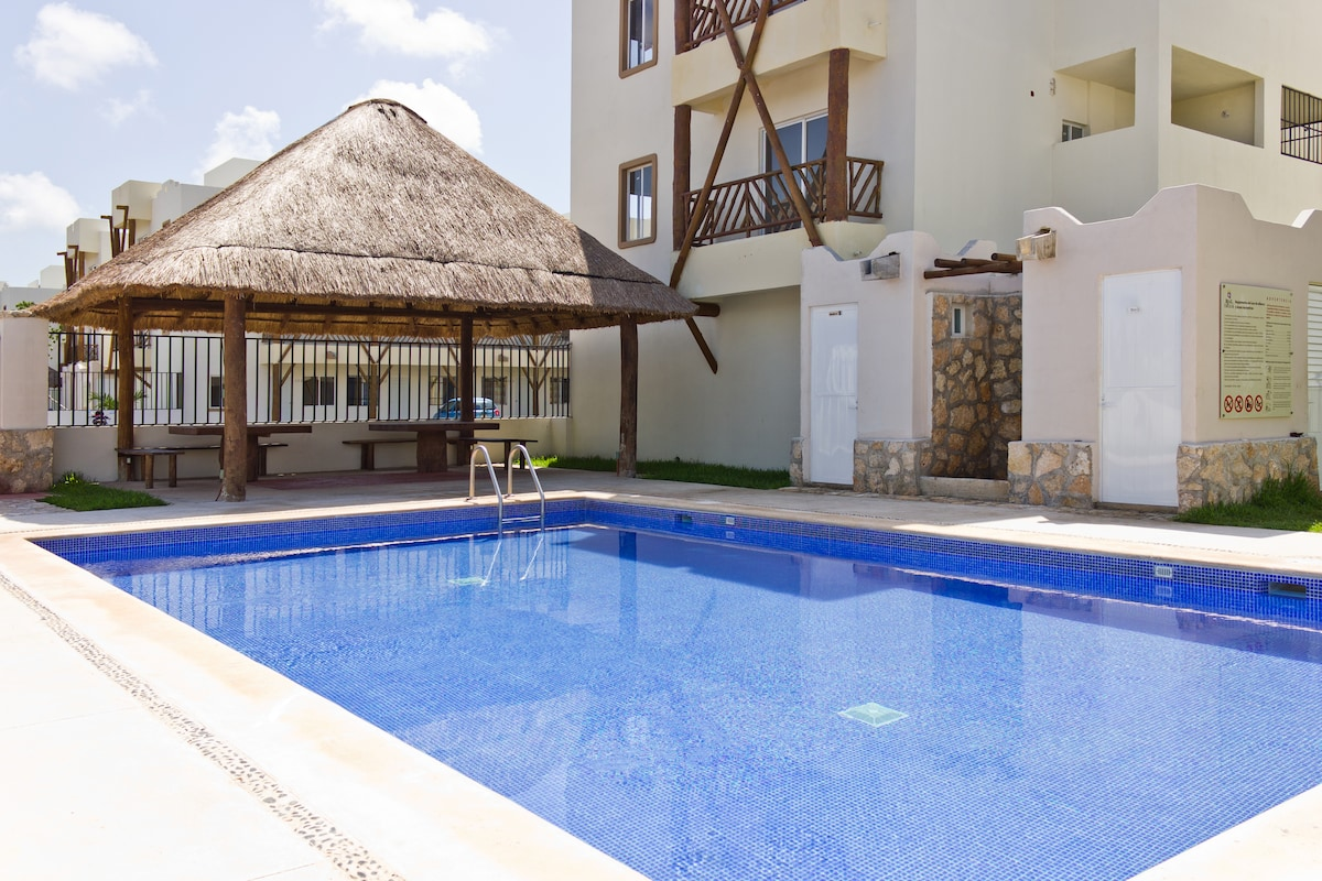 Bathrooms and Shower by the Swimming Pool