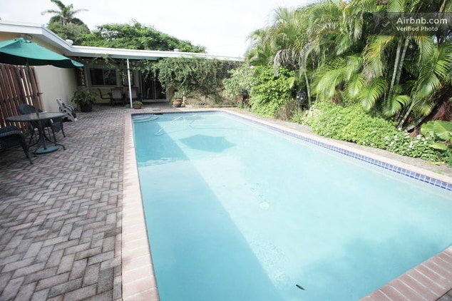 Tropical Pool Home Near The Beach