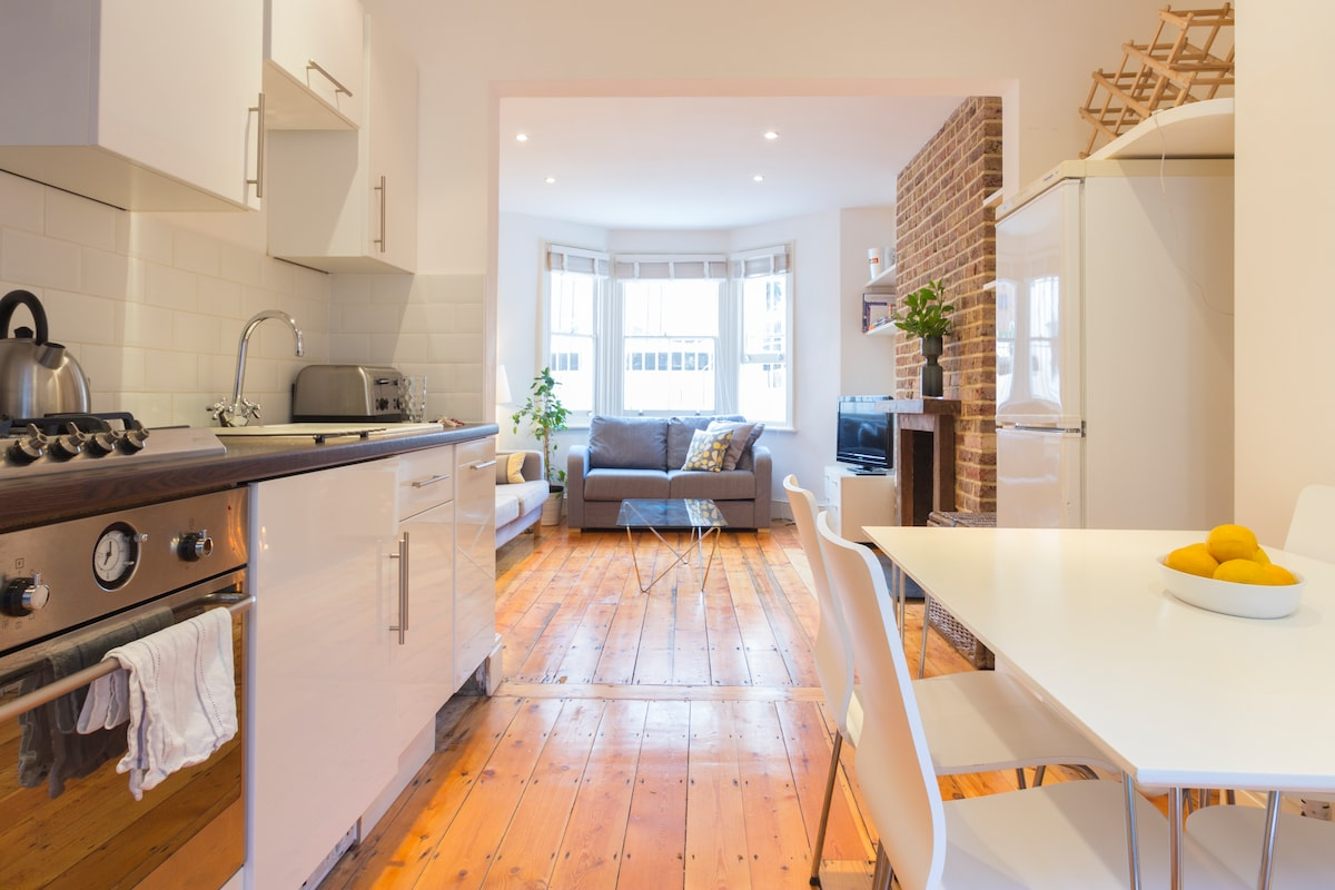 The open plan kitchen / dining / living area for sociable meal times!