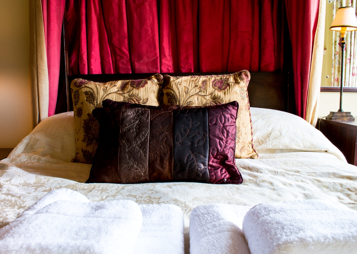 We use expensive quality Dorma bedding in our rooms. Thick hand towels and bath sheets are supplied to all guest rooms.