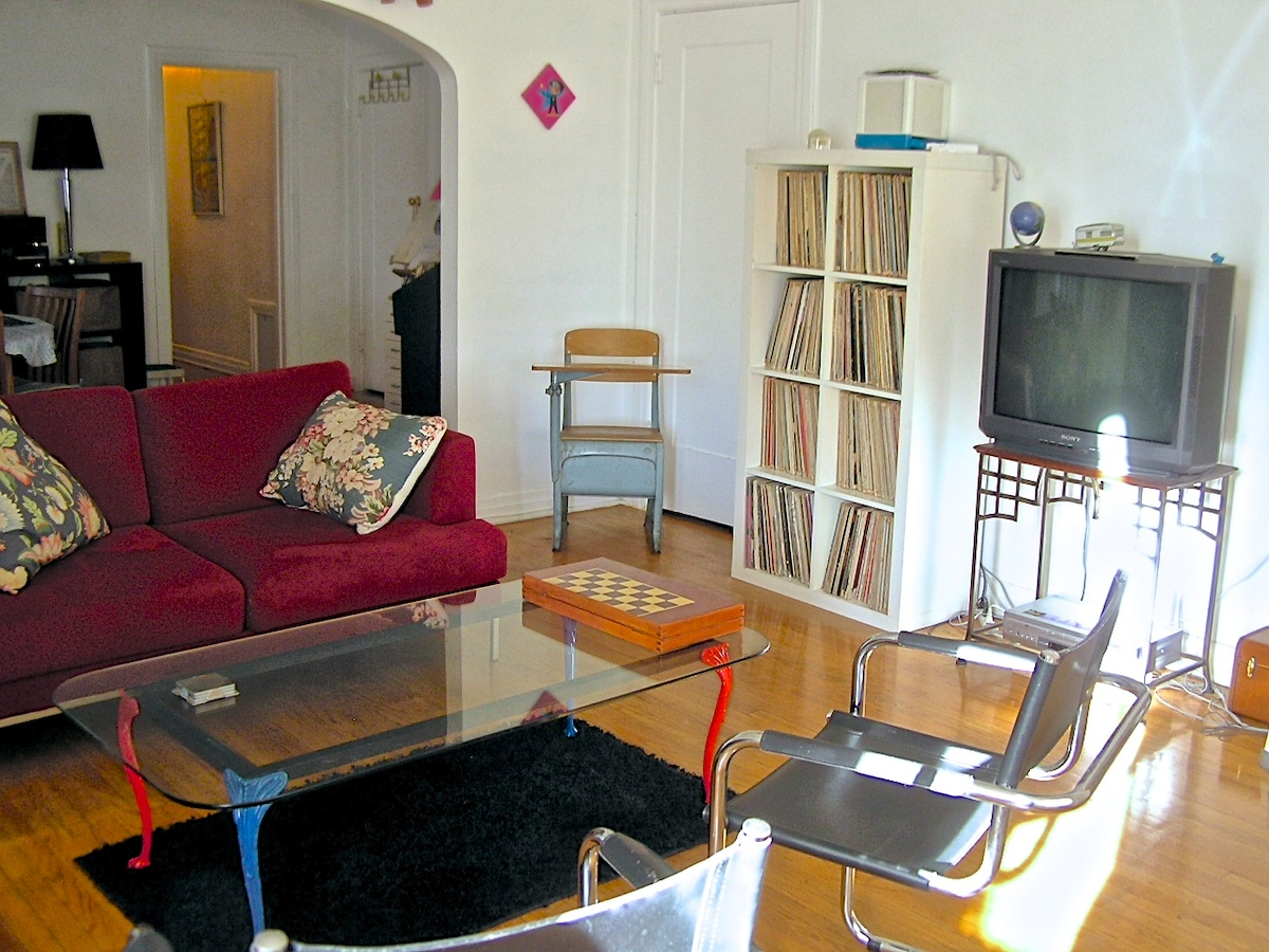 Large 2BR Apt • Near to Downtown!