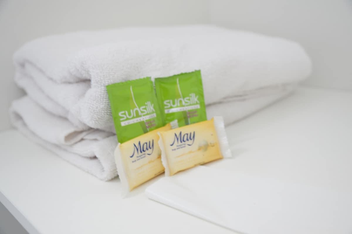 4x Clean Towels, 4x May Soap, 4x Sunsilk Shampoos (Per Night)