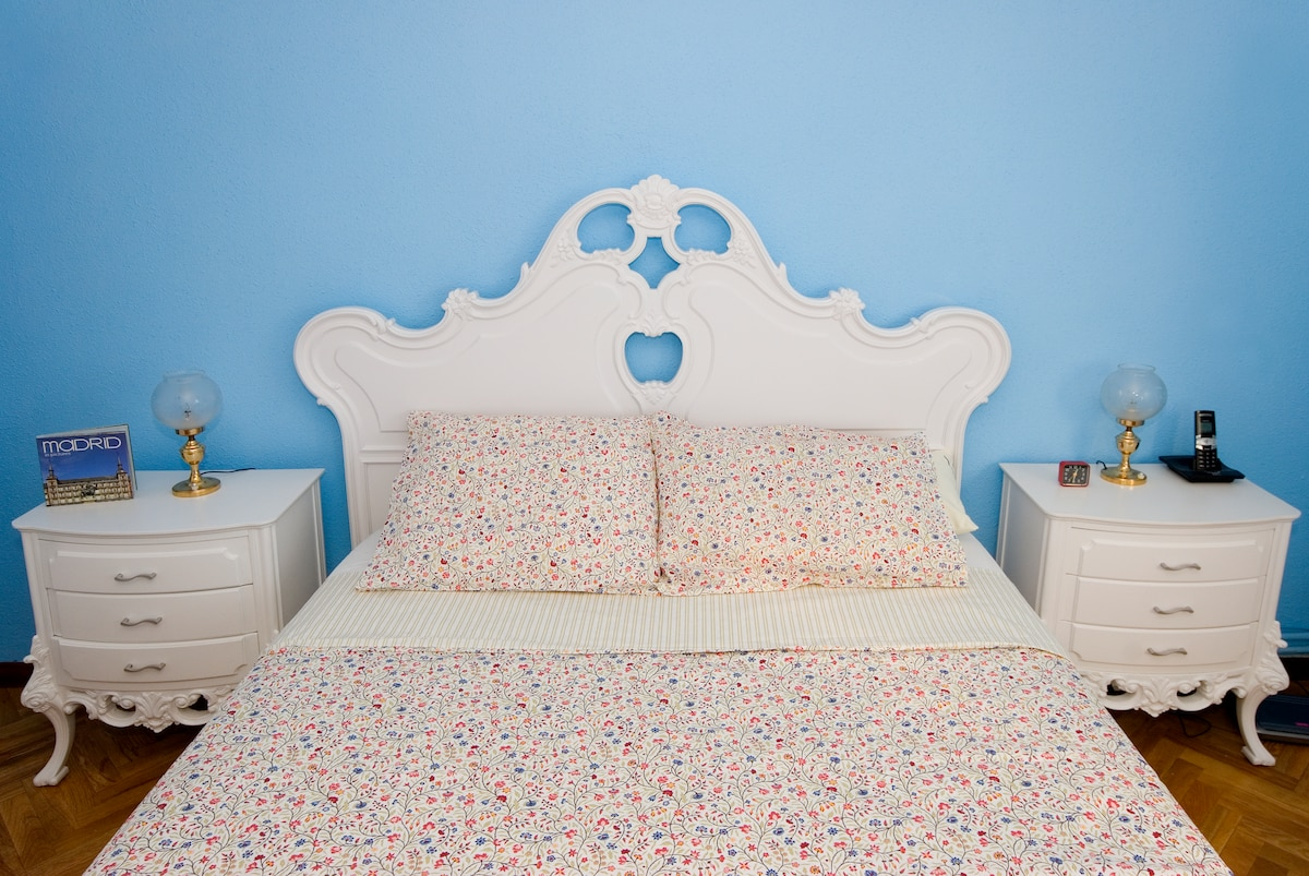 The Lavanda Room: sweet dreams warrantied by the peaceful colours, great quality bedsheets and a top quality latex matress