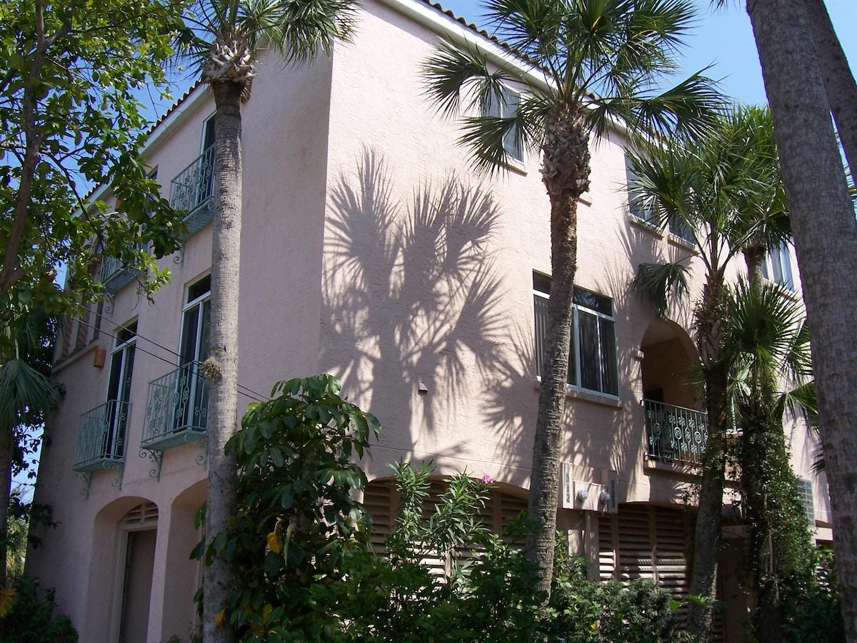 The Shells Villa - 3BR, 2.5 Bath Townhouse - 230 feet to the beach!