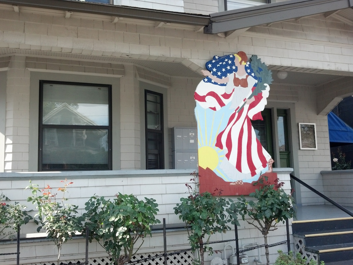 Welcome to the Walking Liberty Guest House