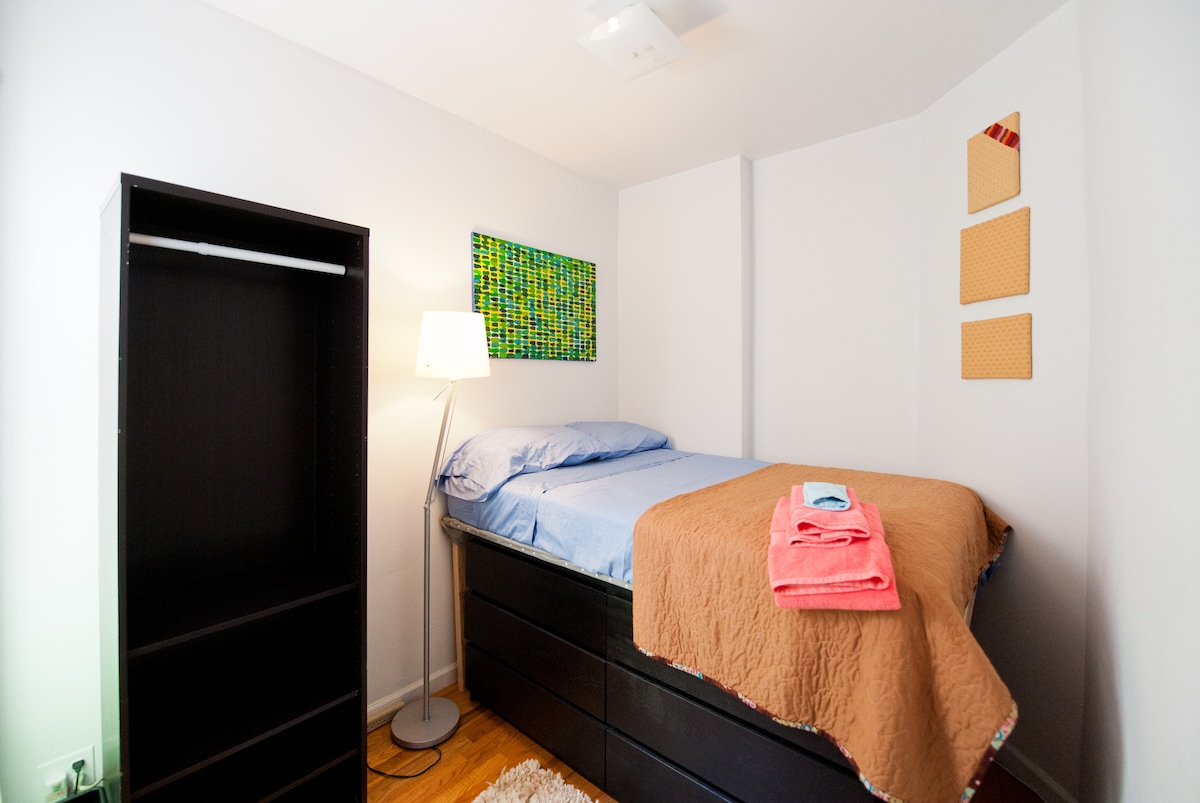 Great Room for 2--Heart of Chelsea!
