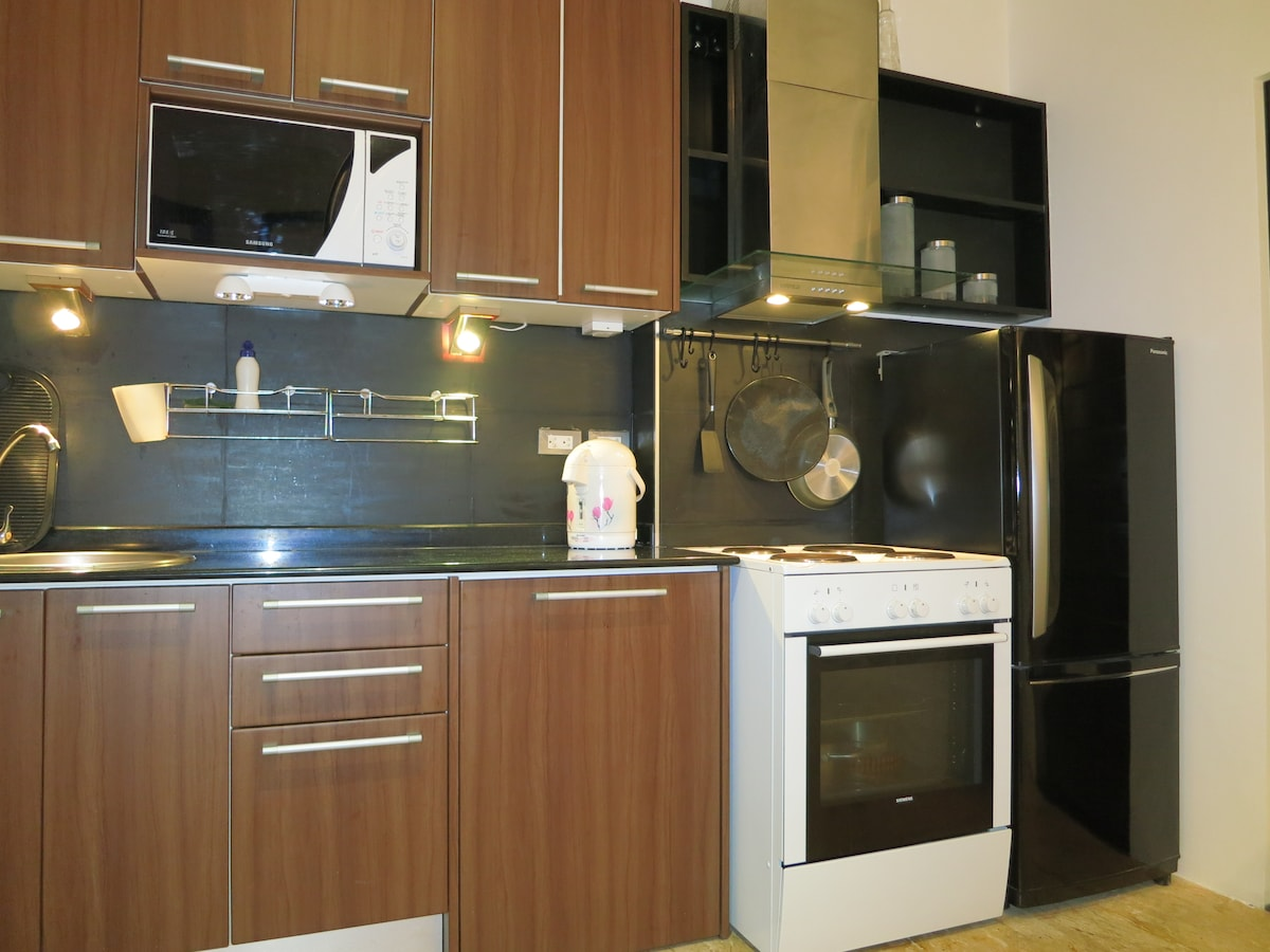 The kitchen includes a full size stove with oven and a hood towards the exterior - thus suitable for long stay