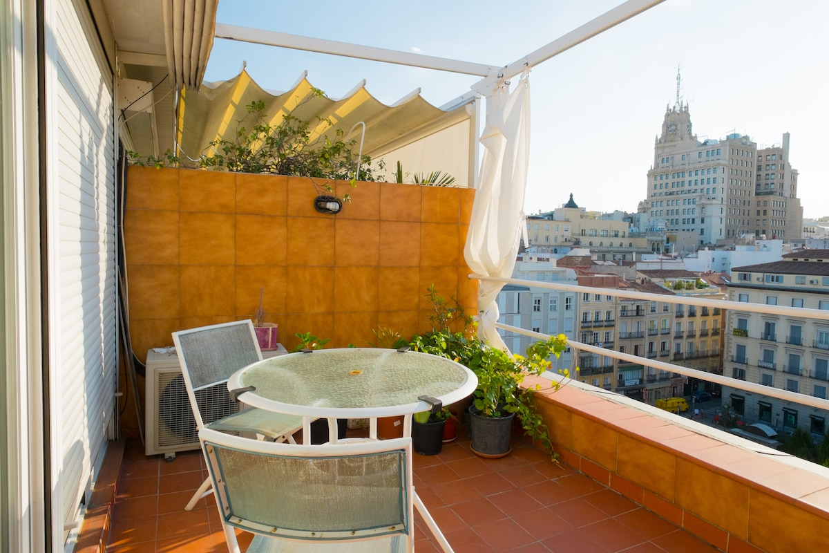 CHUECA Ático con terraza muy bonito