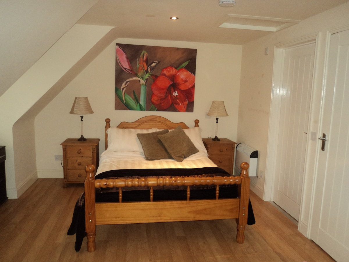 Charming self contained studio flat