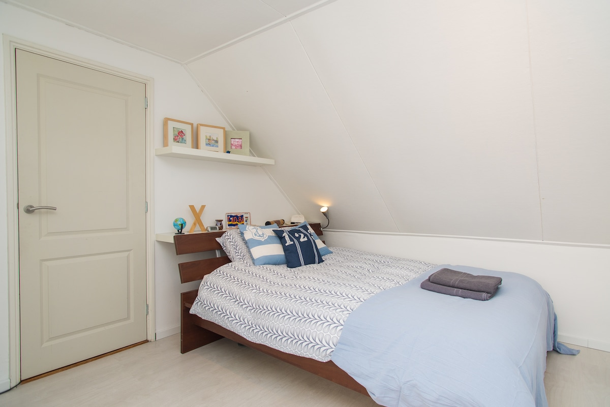 Your room has a big, comfortable two-person (160 cm x 200 cm) queen size bed.