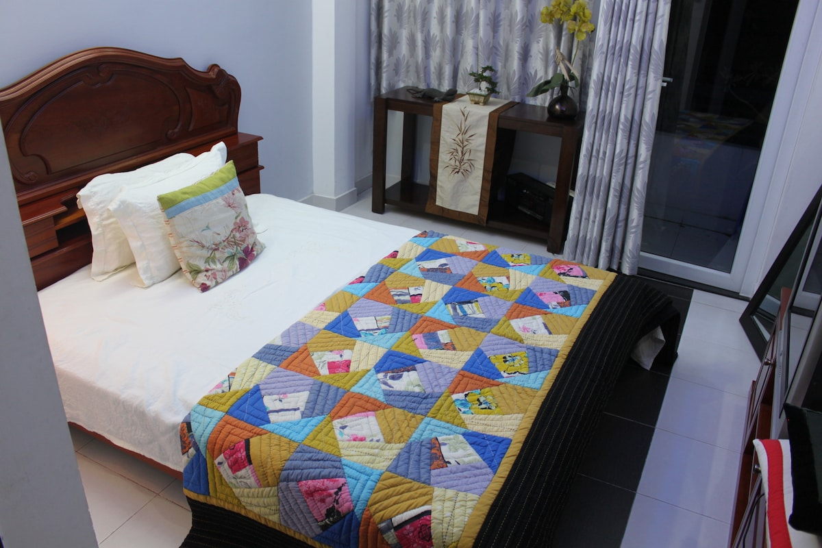 your bed with linen bed sheet , 100 % nature rubber mattress by make in vietnam