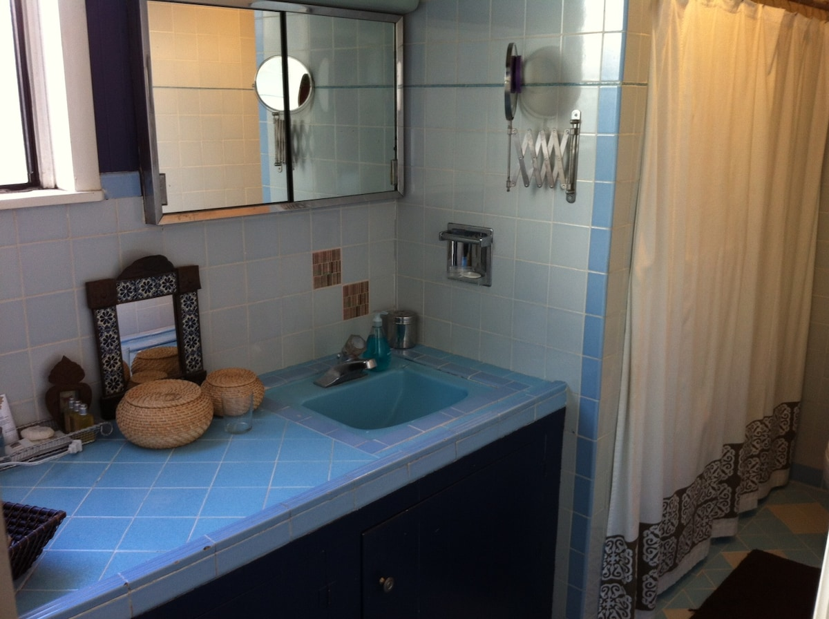 Classic San Francisco-style tiled bathroom fully stocked and with tub and shower.