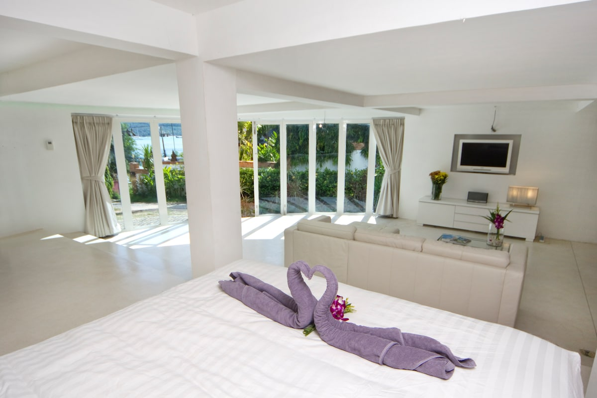 80 sq mt ground floor self contained garden apartment with spectacular ocean and tropical garden views (smart TV with 100's of videos and music options)