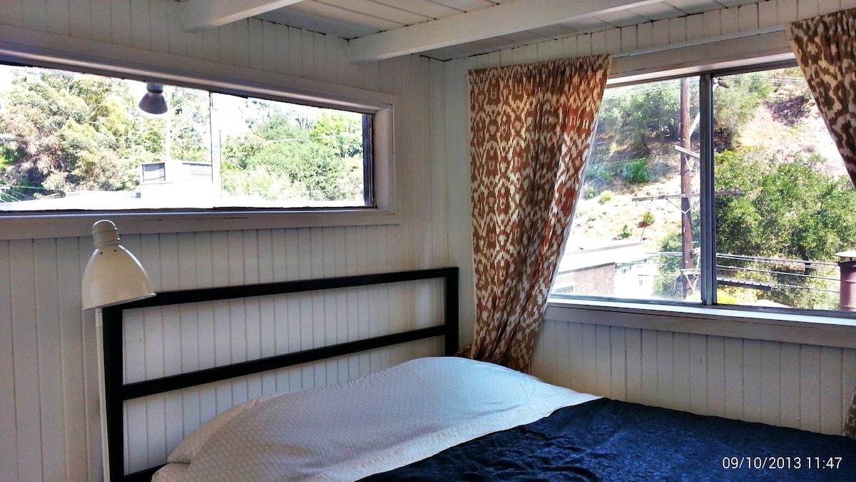 Private Hillside Cabin in Bel Air