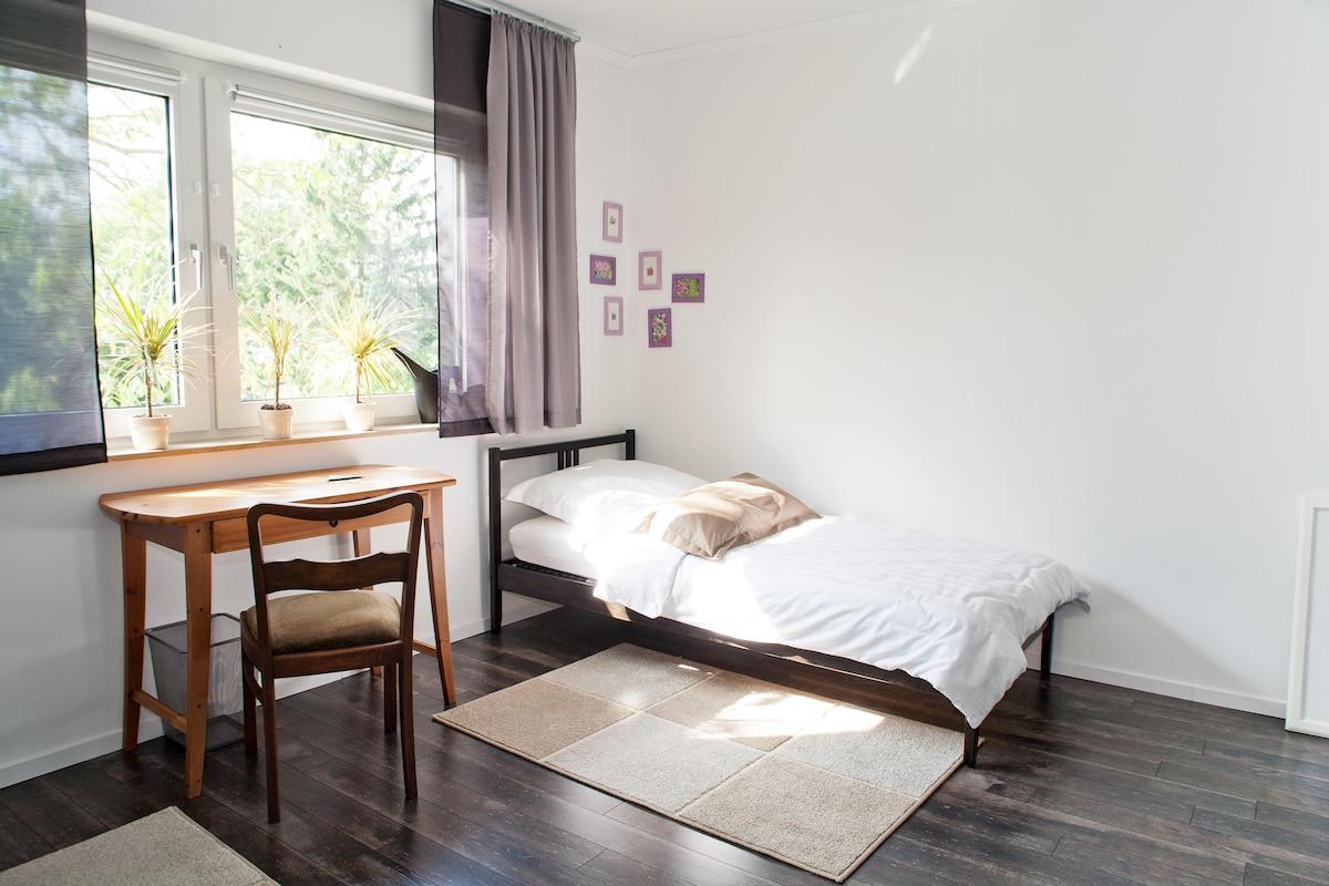 Schlafzimmer mit Aussenrolläden