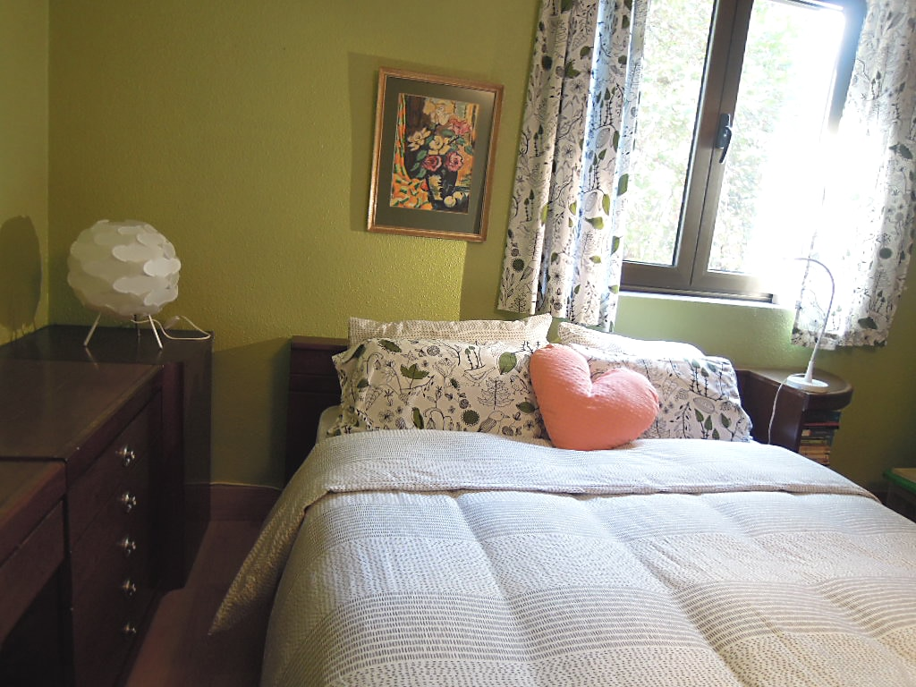 Cama doble.  Double bed.