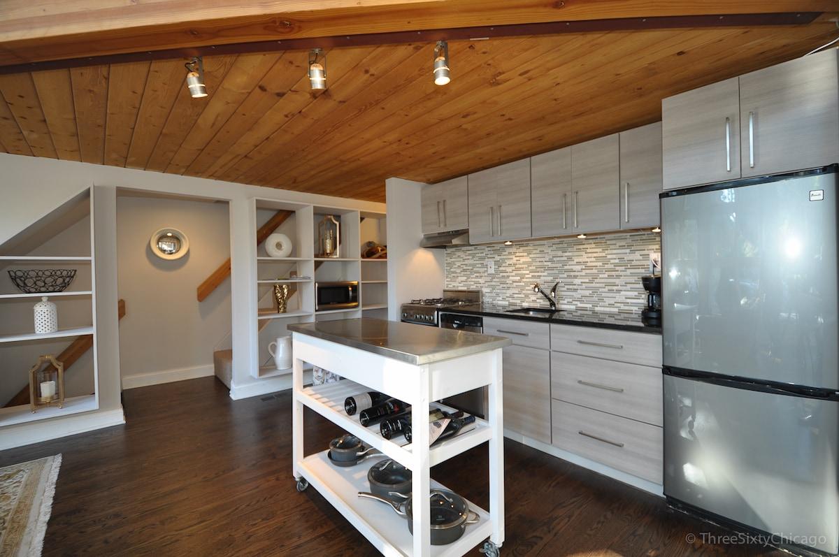 2/8: Fully stocked kitchen