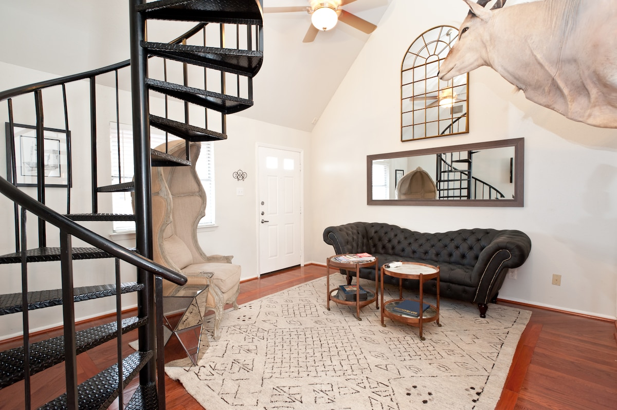 The Argyle Suite/Loft on 4th Street