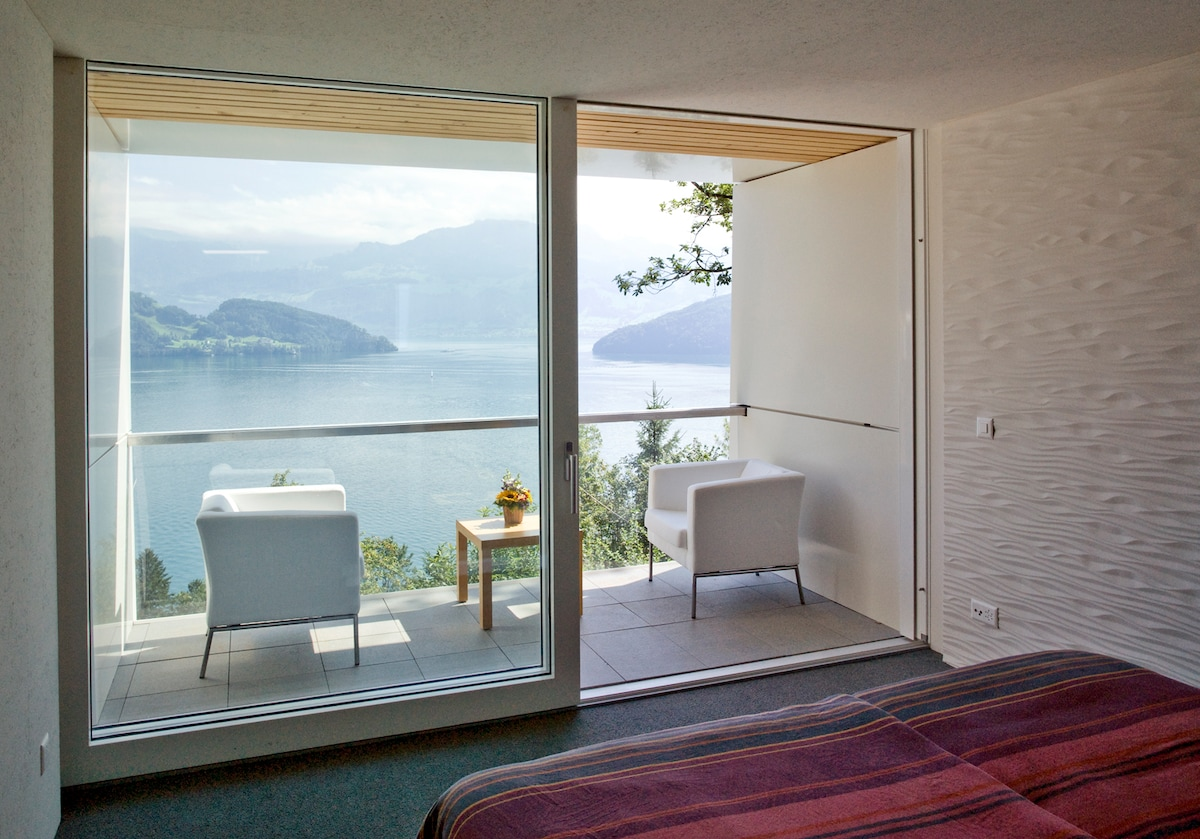 Luxery Room with Lakeview