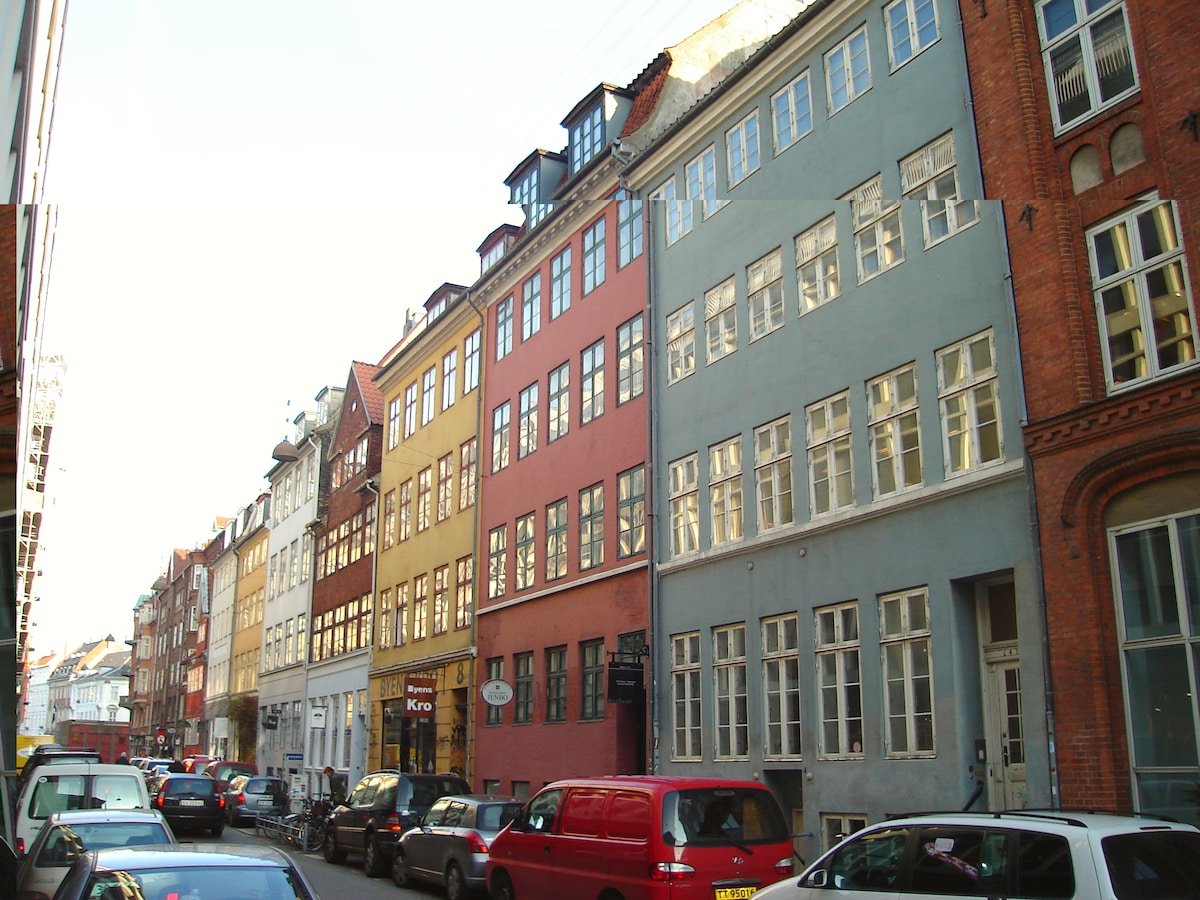 A view to the original building from 1737, taken from the street.