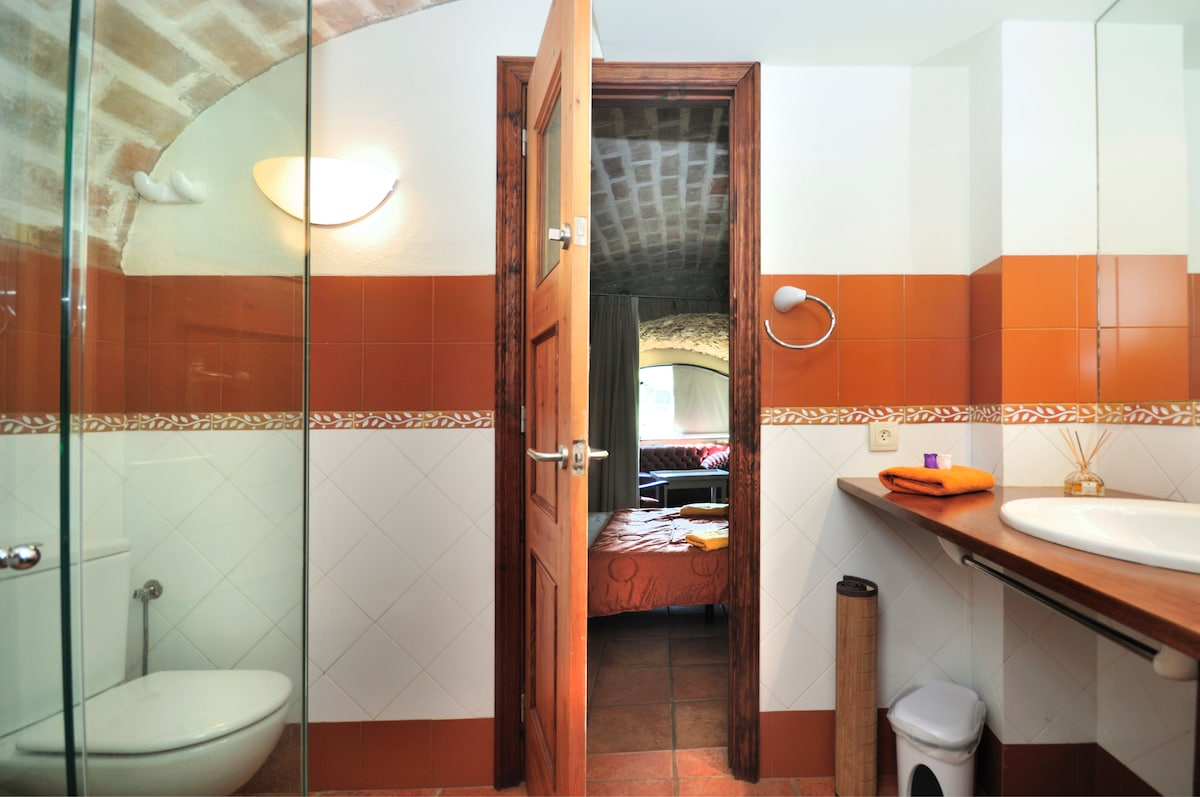 Cuarto de bano completo  /    Bathroom