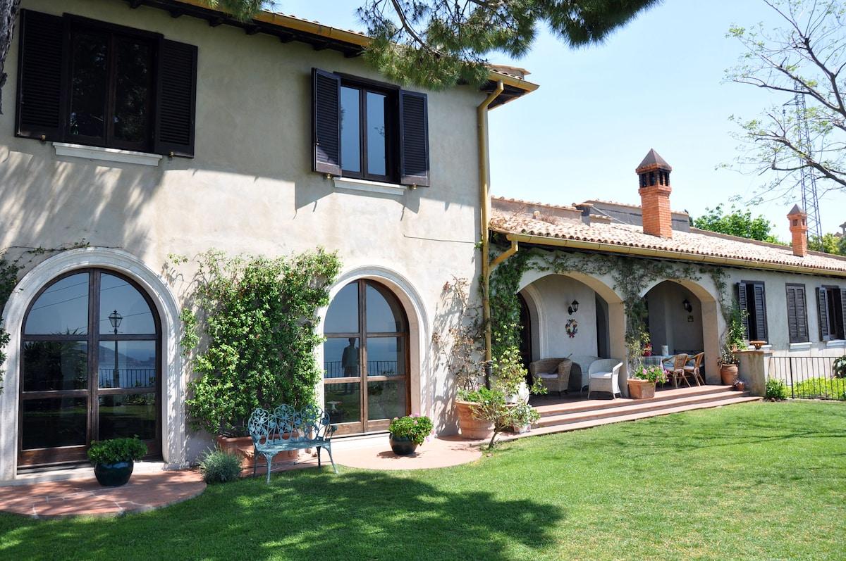 Il Casale, villa with sea view