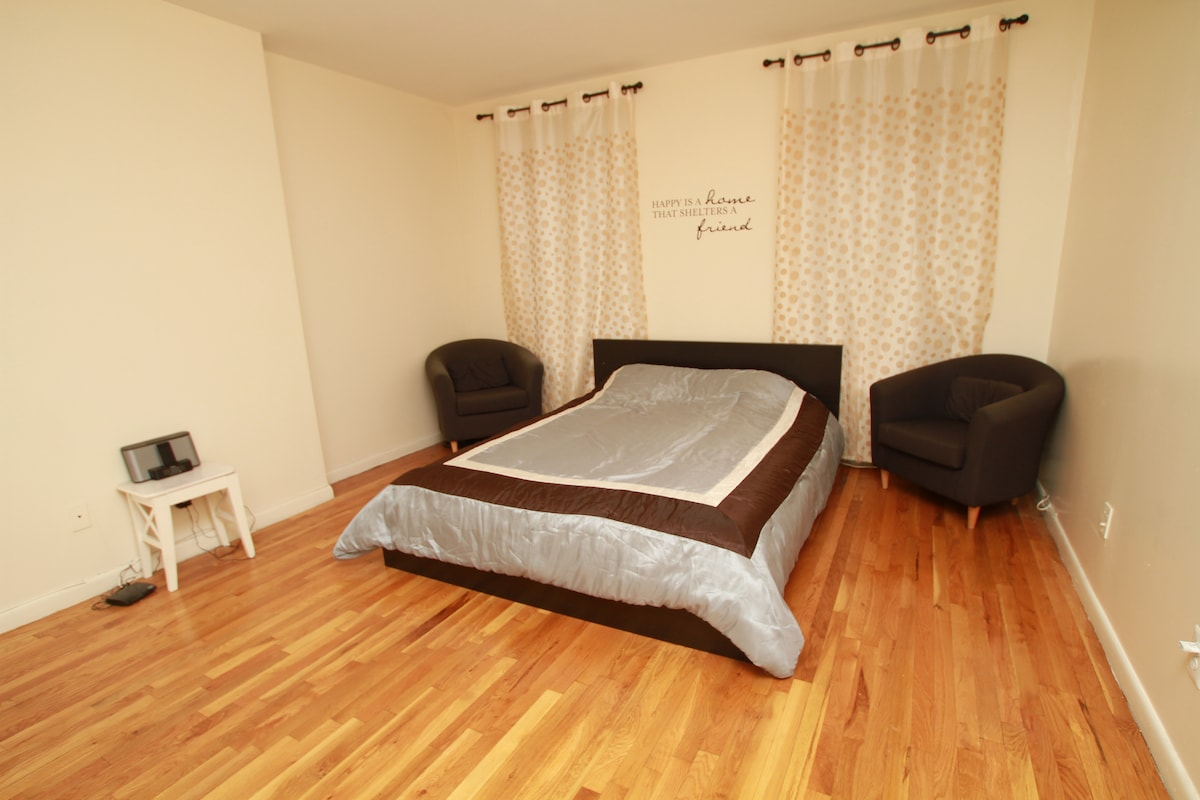 The guest bedroom - This is where you will stay!