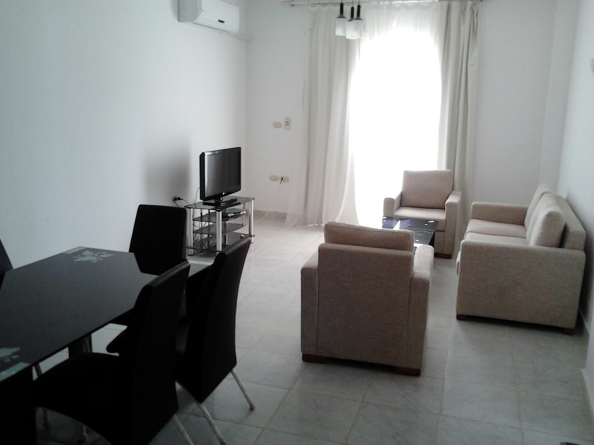 Living room, very spacious, good for parties and big families